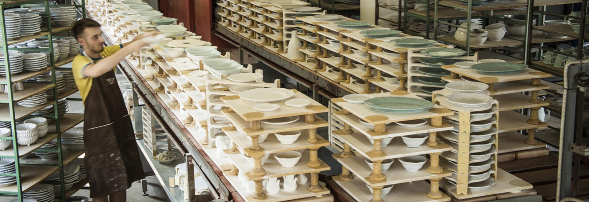 La seconda cottura la ceramica vbc - Verniciatura a bagno ...